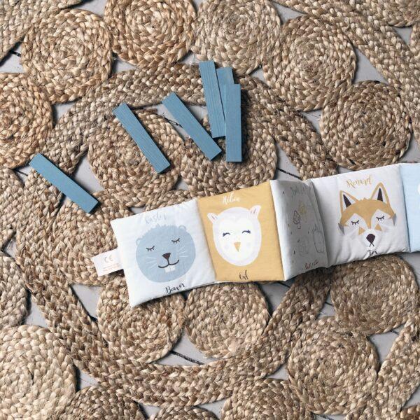 livre-eveil-animaux-foret-cadeau-naissance-bebe-face-coloree-oekotex-fabrication-francaise-carotteetcie-scaled