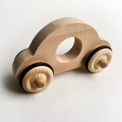 voiture en bois fraise et bois
